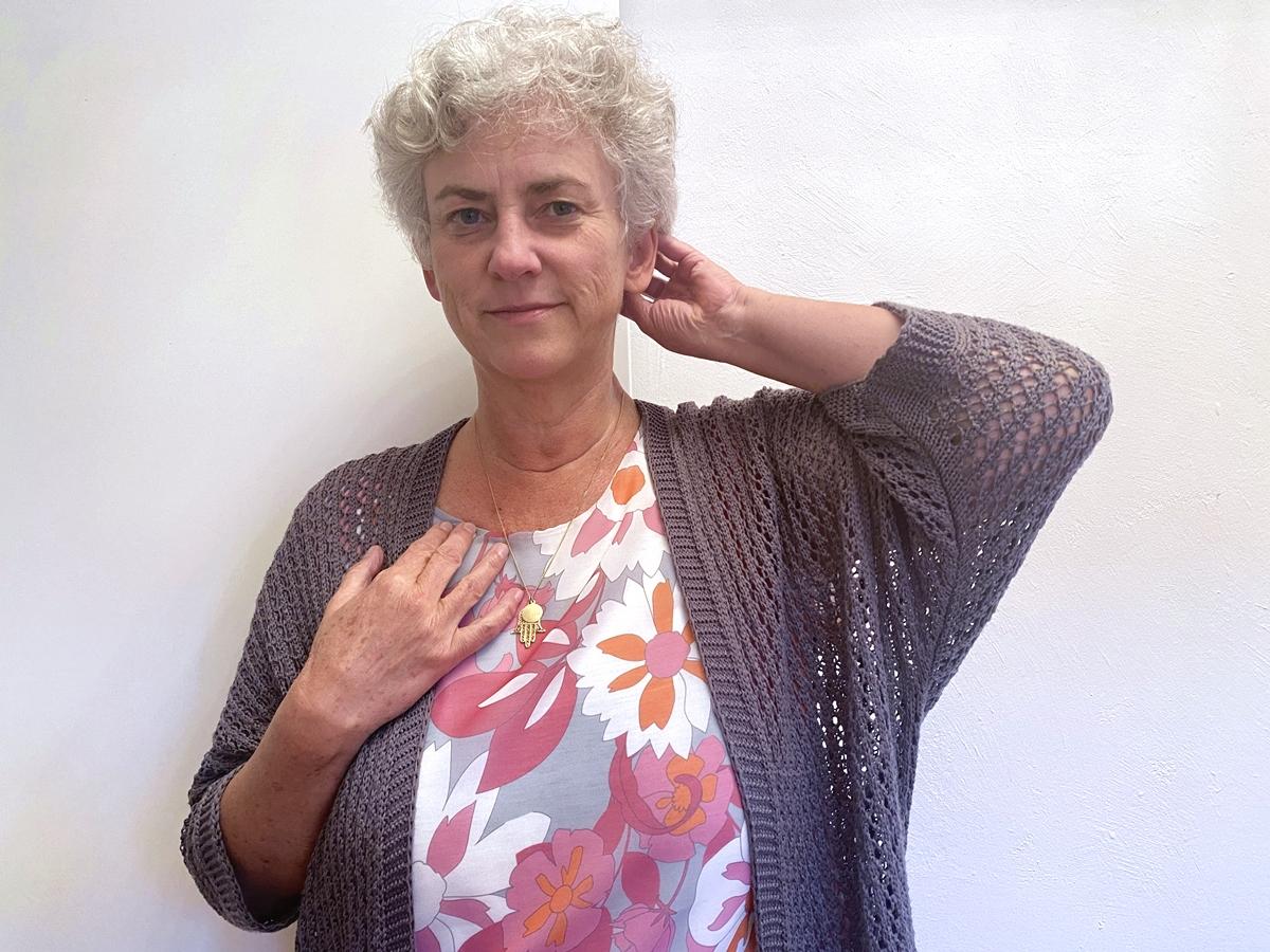 Symbolbild Jin Shin Jyutsu Allergie: grüne Blätter und Zweige vor blauem Himmel