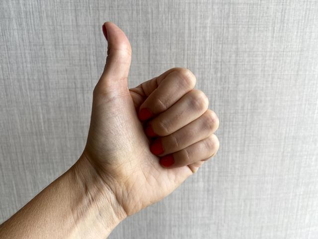 Symbolbild für Jin Shin Jyutsu Selbsthilfekurs Eins: Hand zeigt einen Finger