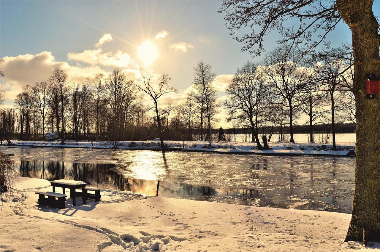 Symbolbild Jin Shin Jyutsu Verstopfung: Fluss mit Eisschollen