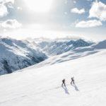 Verschneite Berglandschaft symbolisiert den Strömtipp Januar 2019 Eigenliebe